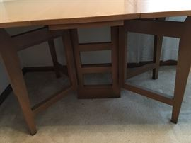Beautiful and unique base on mahogany table