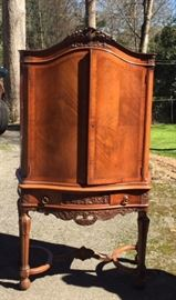 Beautiful Italian Rococo-style Cabinet made by Zucchi Furniture Co. In New York. Circa 1920s