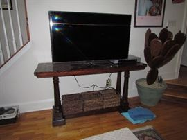 Flat screen tv, console