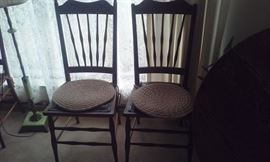 OAK CHAIRS TO TABLE