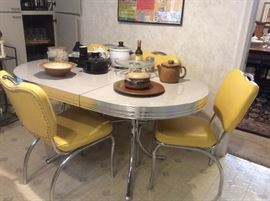 1950s style dinette set with leaf
