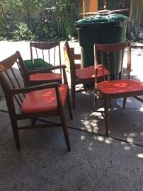 4 mid century dining chairs, has a matching round table
