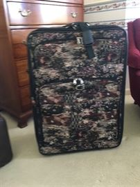Large piece of luggage in like new condition