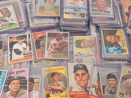 Large 1940s to 1960s TOPPS and Bowman Baseball Card Collection: A large collection of 1940's to 1960's TOPPS and Bowman baseball trading cards, a total of 160 cards. Some notable cards include a 1948 Bowman Johnny Lindell, a 1951 Bowman Johnny Vander Meer, a 1957 TOPPS Hank Aaron #20, a 1959 TOPPS Ed Mathews #450, a 1962 TOPPS Orlando Cepeda #40, a 1965 TOPPS Willie Mays, a 1965 TOPPS Hank Aaron, a 1966 TOPPS Mickey Mantle, etc...