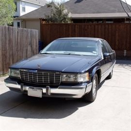 1993 Cadillac Fleetwood Brougham: A deep blue 4-door 1993 Cadillac Fleetwood Brougham full size sedan with automatic 5.7 liter V8 engine, leather interior and cloth floor mats. Other features include seat heaters, cassette deck, an AM/FM radio, and gold trim exterior. The car has 119, 862 miles; VIN is 1G6DW5279PR728514.