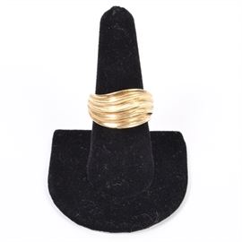 18K Gold Hollow Wave Ring: An 18K gold ring. This hollow ring has a fluted wave design.