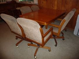 OAK DINING TABLE W/2 LEAFS & 6 ROLLING CHAIRS