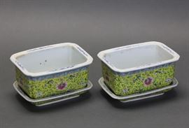 pair of Chinese famille rose porcelain planters w/ trays, late Qing dynasty, overall: 6.5in(L) x 4in(H) x 4.75in(W)