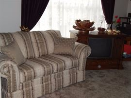 Loveseat, Console TV