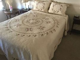 Queen Bed w/Gorgeous Linens