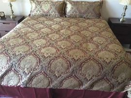 King Bed & Gorgeous Linens