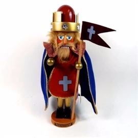 """Steinbach Tales of Sherwood Forest King Richard Nutcracker: A Steinbach """"Tales of Sherwood Forest"""" King Richard nutcracker. This nutcracker is hand made from Germany and is a limited edition numbered 3853/7500. King Richard is made of wood with hand painted finish and is wearing a red velvet smock with blue felt cape, gold bejeweled crown and is holding a flag. He is standing on a round wooden base."""