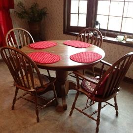 Pedestal Table with 4 Chairs $ 180.00