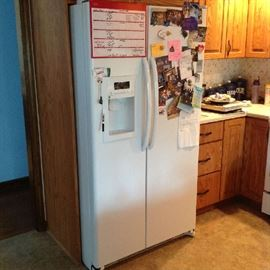 Side by Side refrigerator - 25 cu ft - $ 200.00