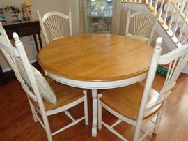Wood top dining table with pedestal base and 4 matching chairs (with leaf)