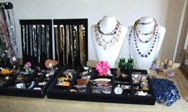 FABULOUS JEWELRY COLLECTION! DESIGNER LABELS IN RINGS-WATCHES-HEIRLOOMS-BRACLETS-NECKLACES-BROOCHES-EARRINGS AND MORE!!