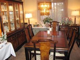 Lovely Broyhill Dining room set