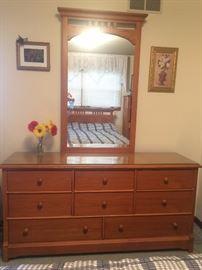 Lovingly cared-for 5-piece oak Thomasville Impressions bedroom set.