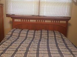 5 piece oak Thomasville Impressions bedroom set
