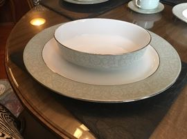 1968 Royal Worchester 6 piece service for 12 with serving pieces