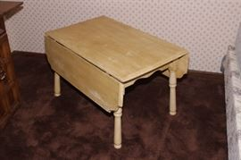 ON AUCTION, CHILD SIZE DROP LEAF TABLE