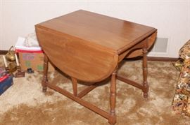 ON AUCTION DROP LEAF KITCHEN TABLE