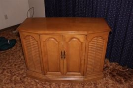 ON AUCTION, CONSOLE STEREO CABINET