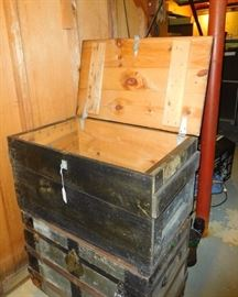 Wood trunk or toy chest