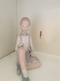Lladro 4596 Girl with Flower sitting with legs crossed