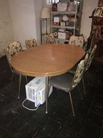 VINTAGE OVAL WOOD TOP WITH METAL LEGS DINING TABLE WITH CHAIRS