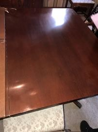 SOLID WOOD DINING TABLE WITH LOTS OF EXTRA LEAVES AND 6 CHAIRS