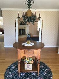 Lovely Massapequa home! Entrance table