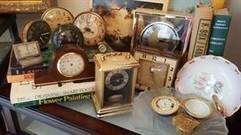 Antique/vintage/retro clocks GALORE!