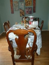 Henredon Table & 6 Chairs w/Leaves