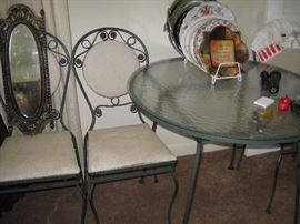 Round glass top table with chairs
