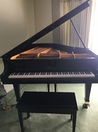 WURLITZER BABY GRAND PIANO BLACK G-452 5' 1990's.