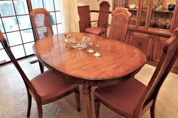 Dining Table w/2 Leaves and 6 Chairs