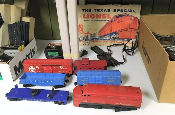 "Lionel Train Cars (""The Texas Special"") in back ground is box top only"