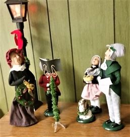 "Byer's Choice ""The Carolers"""