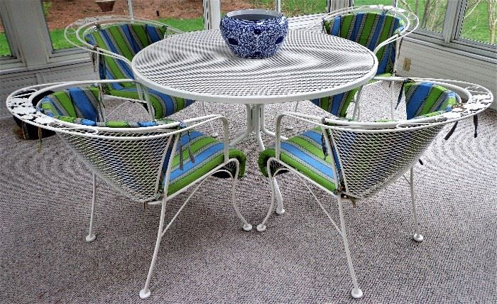 Outdoor/Patio Table & Chairs