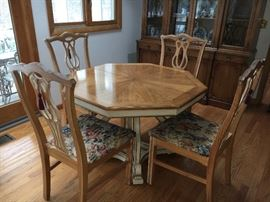 Sweet French Country Dining Table with 4 chairs and 2 leaves.