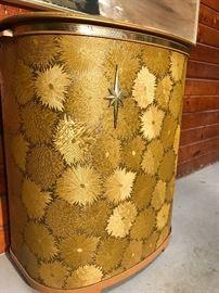 Amazing vintage laundry bin.