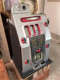1940'S  MILLS BLACK SLOT MACHINE - WORKING CONDITION                                                                         .THIS ITEM IS NOT PART OF SALE REDUCTIONS.    WE WILL BE ACCEPTING BIDS UNTIL 3pm ON SATURDAY.