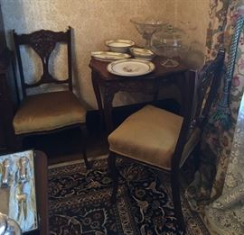 French style table with inlay and four side chairs with carved backs and upholstered seats