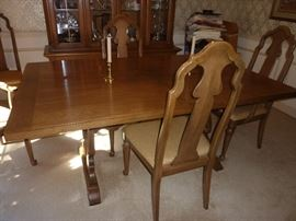 Thomasville dining table with 2 leaves (not shown) and 6 chairs
