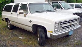 At 7PM: 1987 Chevy Suburban Silverado Wagon with 47,879 miles.