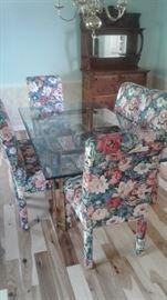Cheerful dining room set