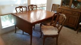 "Lovely Drexel table , 4 chairs, 3- 12"" leafs and drop leaf on each end.  Total measurement:92""L x 40""W. Without leafs and drop leafs it measures 28""L x 40"" W."