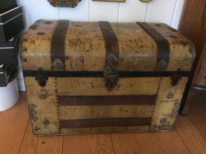 Antique treasure chest with pull out drawers