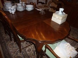 Bernhardt French Country table with 6 chairs